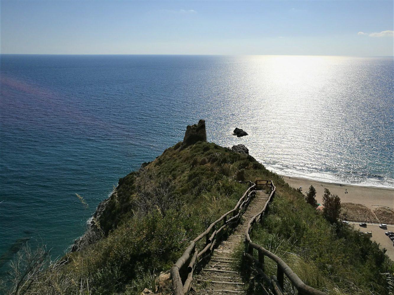 Punta del telegrafo ad ascea marina vista dal sentiero degli innamorati sul golfo di velia il cilentano il cilento
