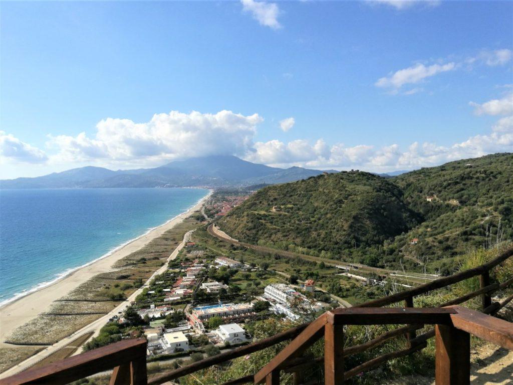 Sentiero degli innamorati ad ascea marina vista sul monte Stella il cilentano cilento
