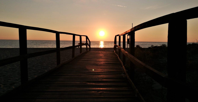 Spiaggia di Ascea marina al tramonto il cilentano.jpg