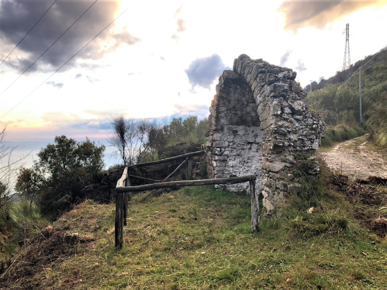 cappella di santu Lardino, San Bernardino sul sentiero del Castelluccio Pisciotta