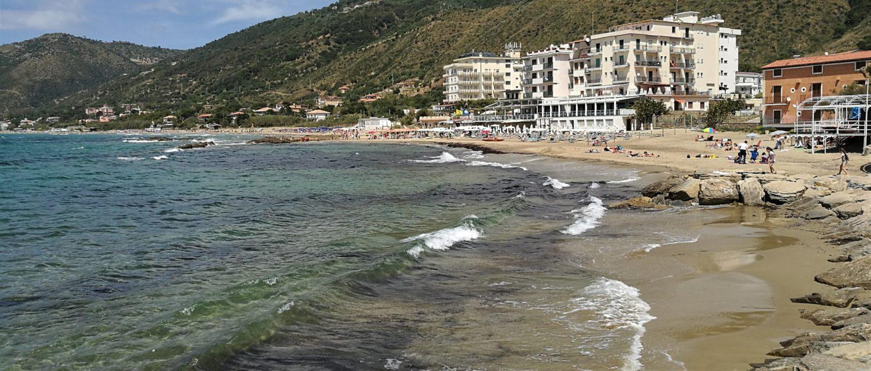 spiaggia grande di acciaroli il cilentano cilento sabbia .jpg