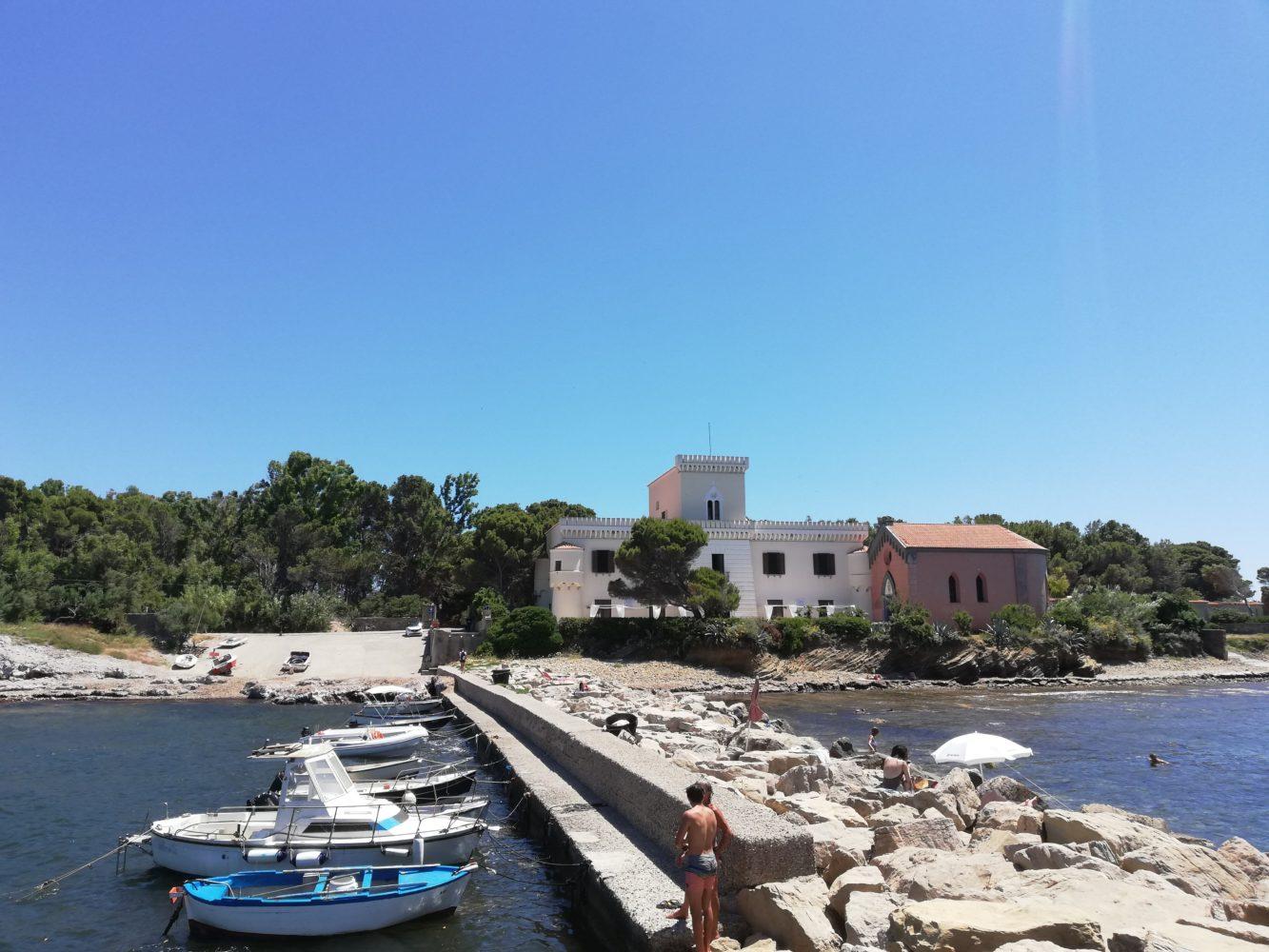 il porto di punta licosa il sentiero di punta licosa da san marco di castellabate verso l'isola della sirena leucosia, il cilentano cilento.jpg