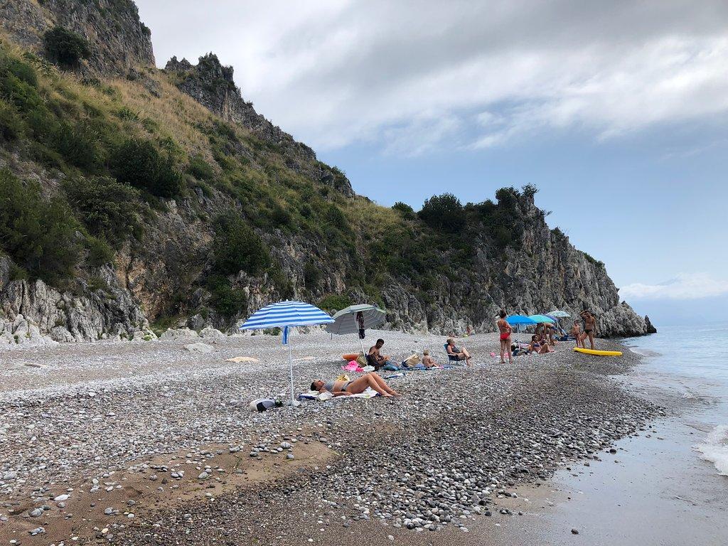 spiaggia dei gabbiani scario