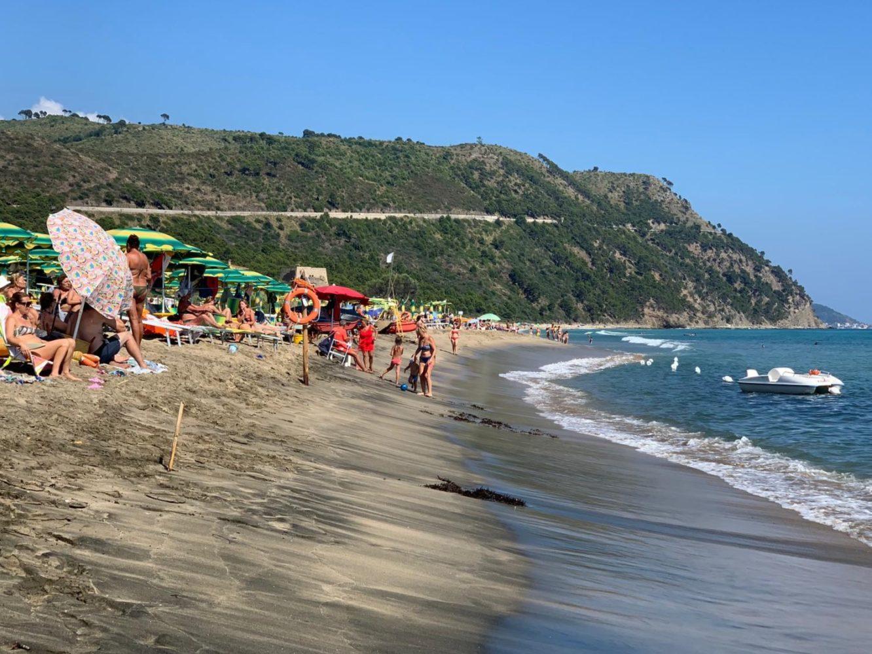 spiaggia baia arena ogliastro marina