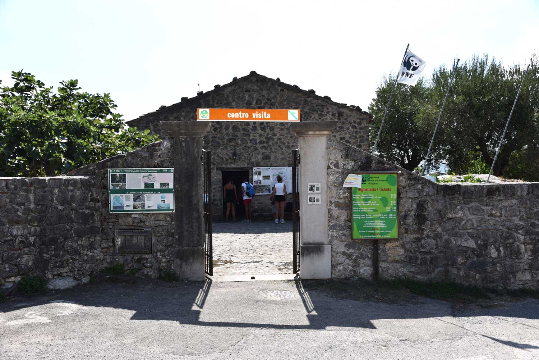 Ingresso-grotte-del-bussento-oasi-wwf-morigerati