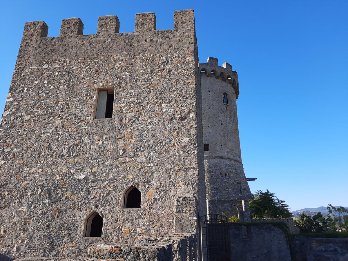 Castelnuovo-cilento-castello-e-torri