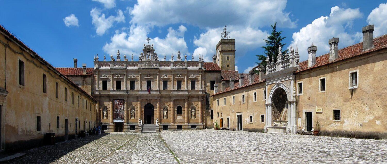 Atrio e facciata principale certosa di Padula San Lorenzo