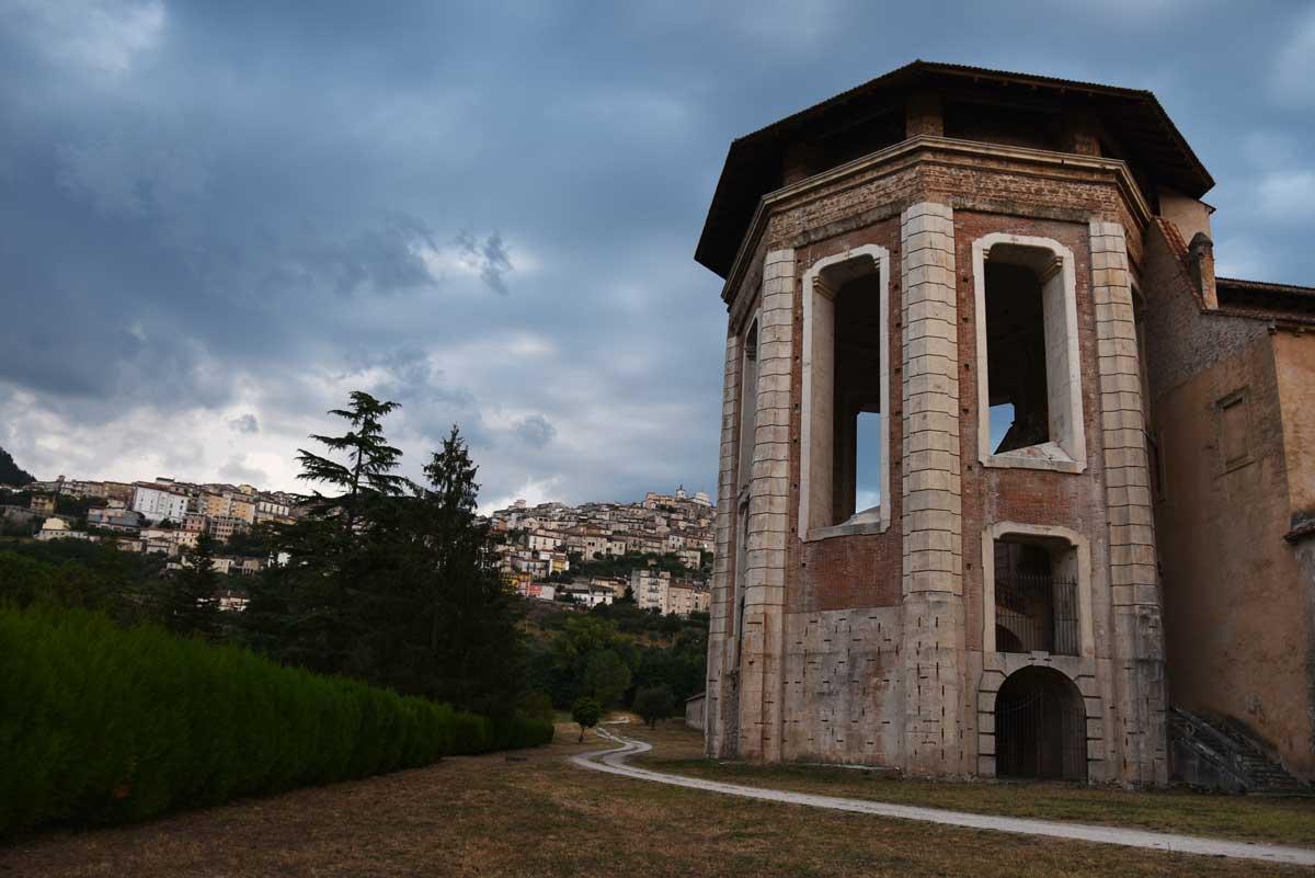 Certosa-di-Padula-torre-ettagonale-San-Lorenzo