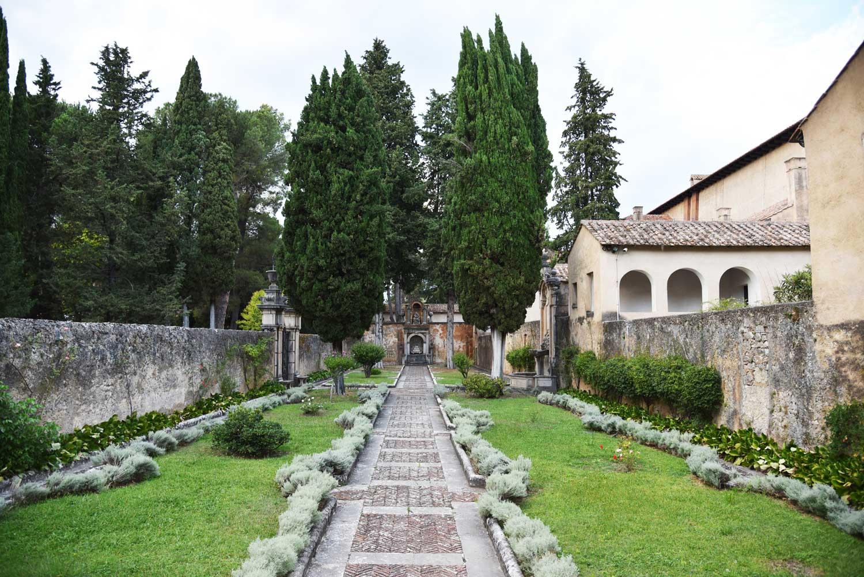 Chiostro-della-cripta-del-Priore-Certosa-di-San-Lorenzo-Padula