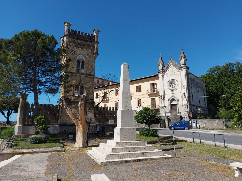 La-specola-e-obelisco-Carlo-Pisacane